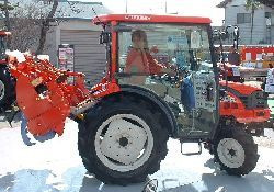 小型トラクターの実演